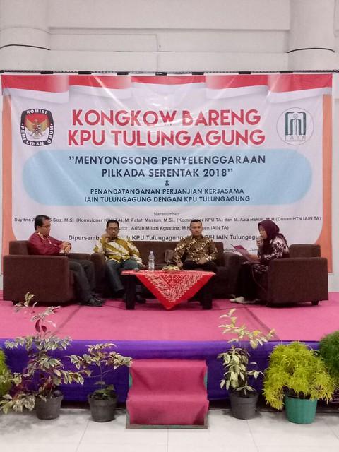 Komisioner KPU Tulungagung saat sosialisai Tahapan Pilkada 2018 di IAIN Tulungagung (13/10)