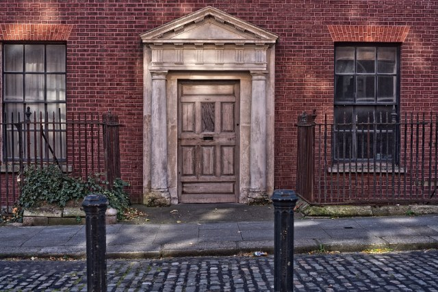 HIS IS NUMBER THIRTEEN ON HENRIETTA STREET [WHAT ABOUT THE DOOR]-133442