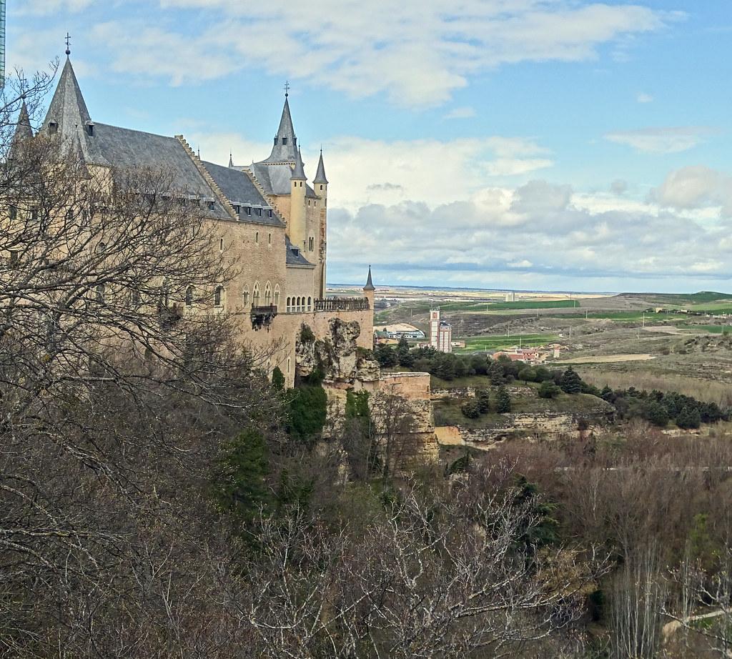 vista lateral del Alcazar de Segovia