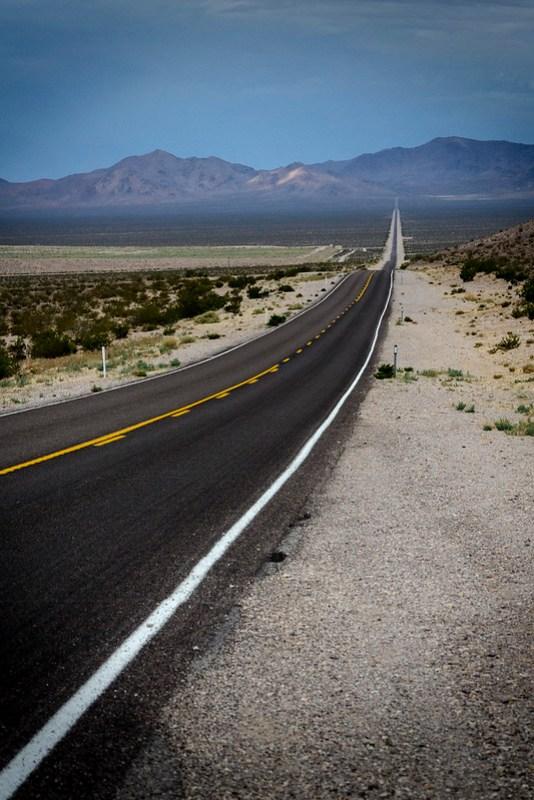 Carretera al Death Valley desde Beatty, Nevada.