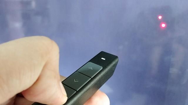 Laser pointer ของ KNORVAY N26C ใช้กับทีวีรุ่นใหม่ๆ จะมีปัญหา เพราะหน้าจอมันลดแสงสะท้อน