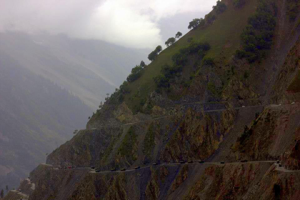 Drive to Razdan Pass near Gurez