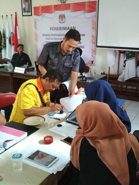 Partai Berkarya Serahkan Berkas Pendaftaran Parpol Ke KPU Tulungagung (16/10)
