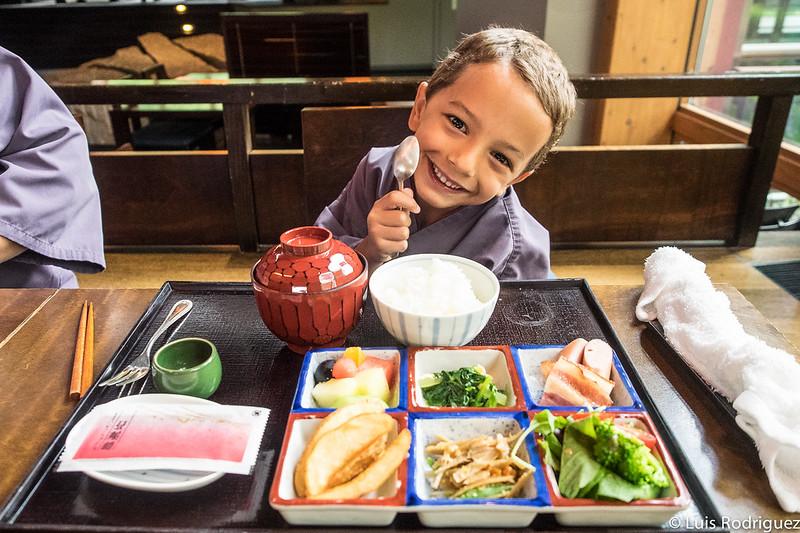 Desayuno infantil en el restaurante Kasuke de Hoshinoya Karuizawa