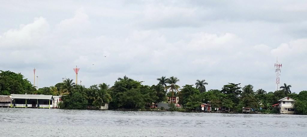 Livingston traslado lancha desde Puerto Barrios Izabal  Guatemala 02