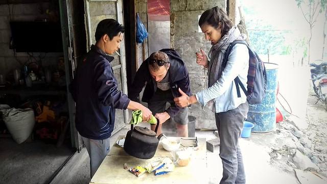 La négociation du sachet de noodle dans les montagnes du nord du Vietnam