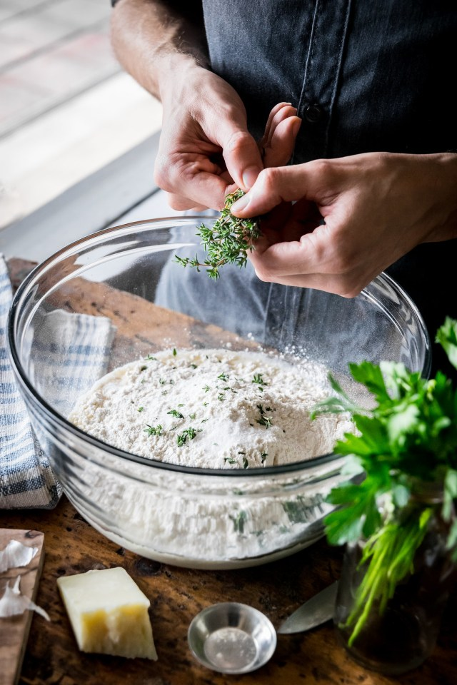 the thyme has come... for you to bake some garlic knots!