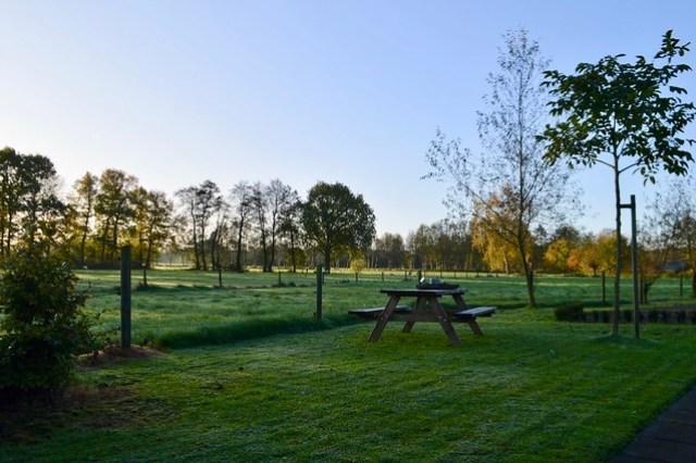 Landelijke tuin picknickbank
