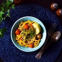 Krämig vegansk tomat- & saffranspasta med belugalinser