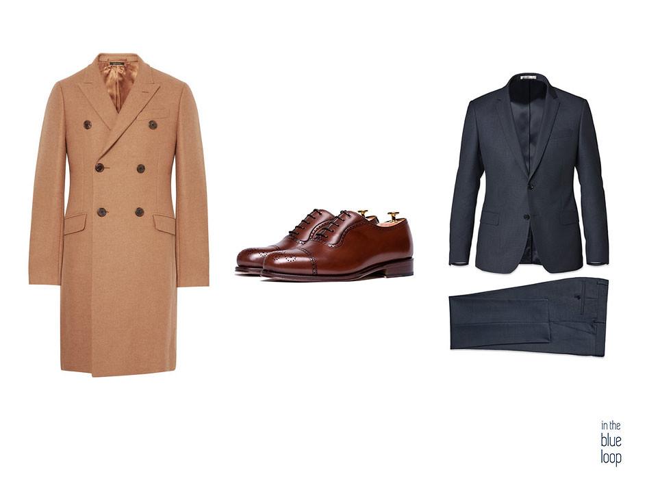 Look masculino con abrigo camel, traje azul y zapatos oxford marrones