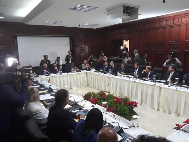 Além de representantes do governo e da oposição, mesa conta com chanceleres de países da região como observadores - Créditos: Ministério da Comunicação (Minci) da Venezuela