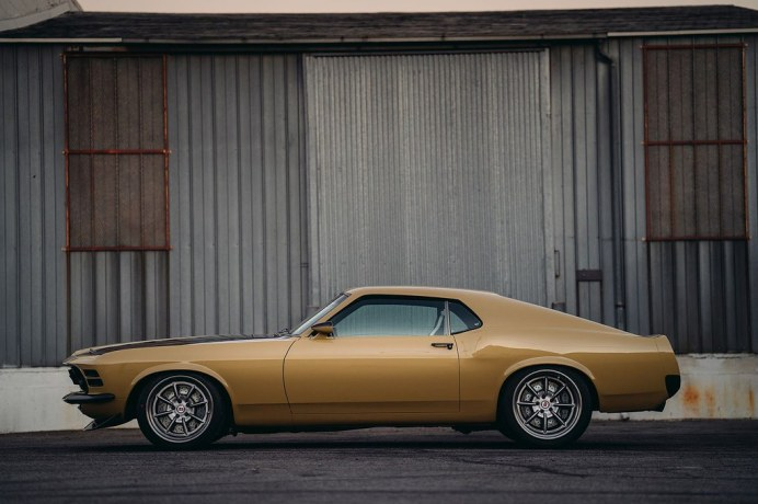 Ford-Mustang-Boss-302-SpeedKore-2