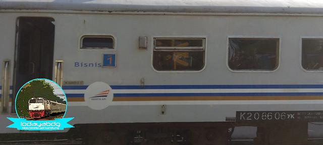 kereta-api-malabar-pelopor-layanan-multikelas-2rev