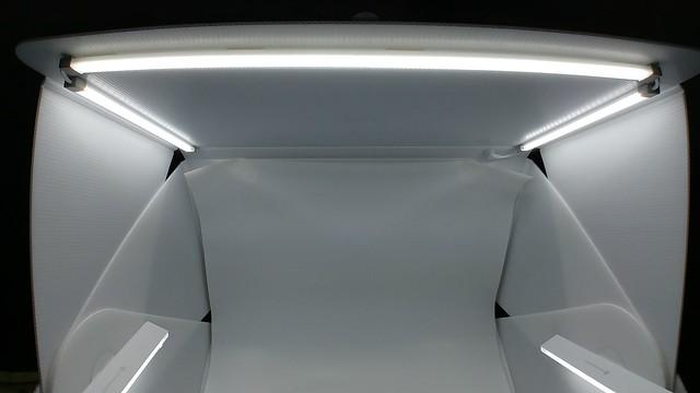 ไฟ LED 3 ชุดด้านบน และไฟ Halo ที่เอาไปวางตรงไหนก็แล้วแต่