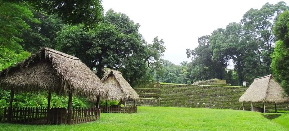 Quirigua Plaza Central Ciudad Maya Sitio Arqueologico Guatemala 04