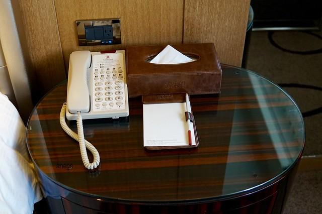 シャトーデシン 電話台