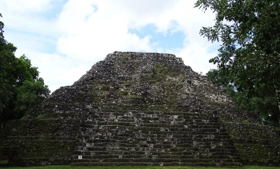 Yaxha Complejo Astronomico Menor Ciudad Maya Sitio Arqueologico Guatemala 03