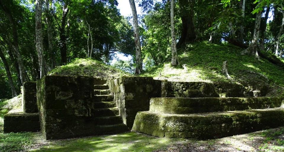 Yaxha Grupo Residencial Oeste Ciudad Maya Sitio Arqueologico Guatemala 01