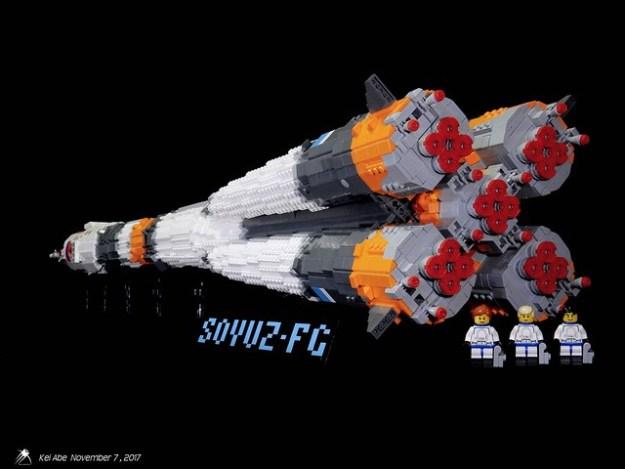 Minifig-scale LEGO Soyuz-1-0 Soyuz-FG