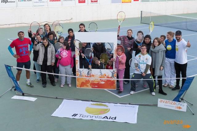 Jugando al Tenis en la Ciudad de la Raqueta