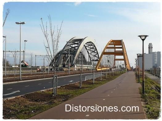 Tres puentes juntos sobre el Amsterdamrijnkanaal