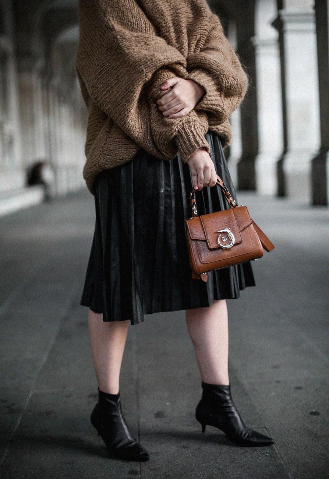 maxi-jersey-mangas-abullonadas-falda-plisada-negra-look-streetstyle-myblueberrynightsblog11