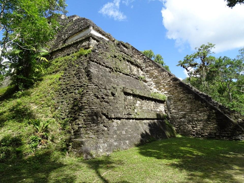 Tikal Templo Talud Tablero Ciudad Maya Sitio Arqueologico Guatemala 02
