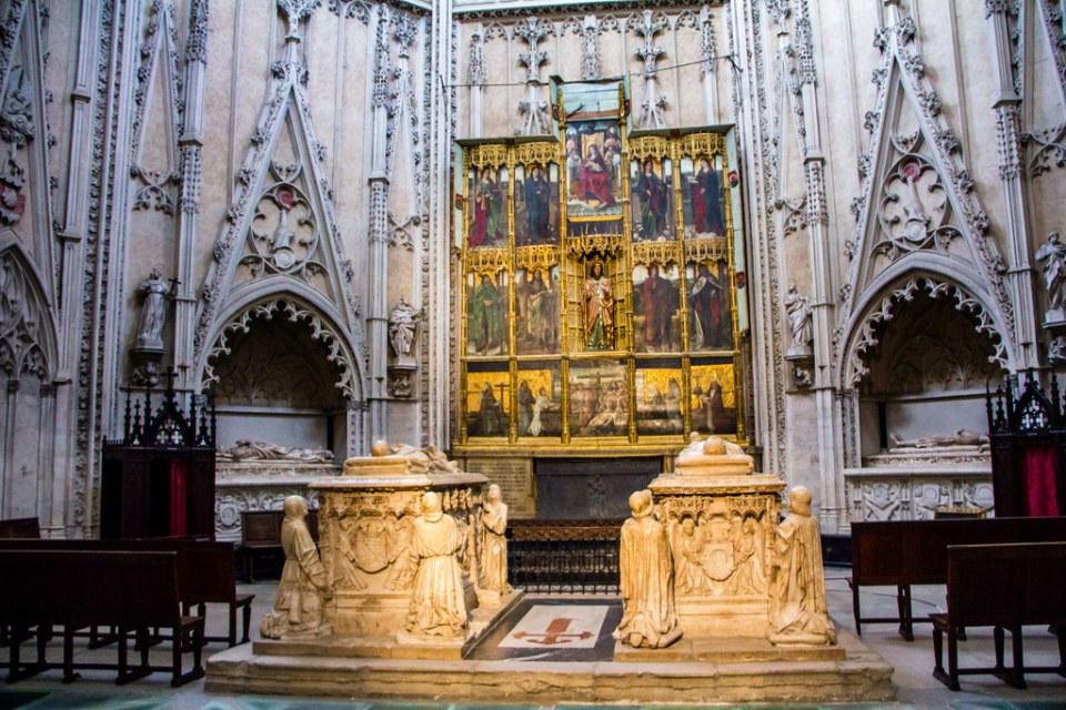Capilla de Santiago Sepulcro de Don Alvaro y su esposa Juana girola Catedral de Toledo 04