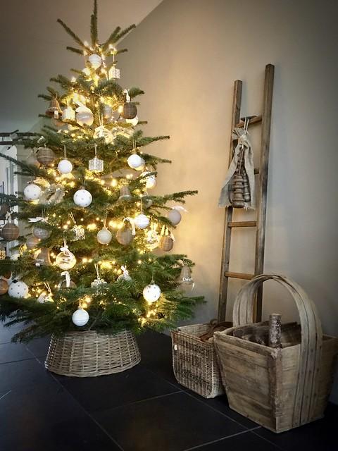 Kerstboom houten ladder bak voor haardhout