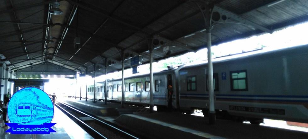 Kawin Paksa Melahirkan Kereta Api Argo Ekonomi (3/4)