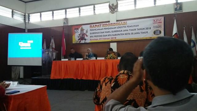 KPU Tulungagung saat mengikuti rapat koordinasi perencanaan pengadaan logistik pemilihan gubernur (Pilgub) Jatim 2018. Rapat digelar di KPU Surabaya Rabu (21/2)