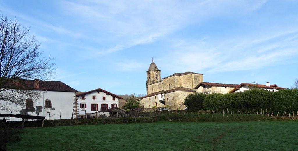 Iglesia de San Martin de Tours Berroeta Valle de Baztan Navarra