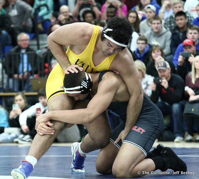 285: Gable Steveson (Apple Valley) over Daniel Kerkvliet (Simley), dec 3-2. 180202AJF0241