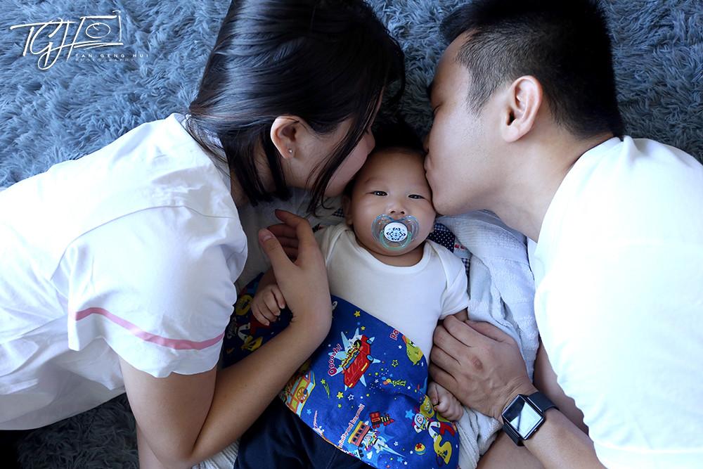 Tan Genghui baby Kayden family photo
