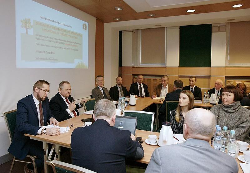 Wiceminister Ryszard Zarudzki podczas spotkania zprzedstawicielami zespołów wojewódzkich
