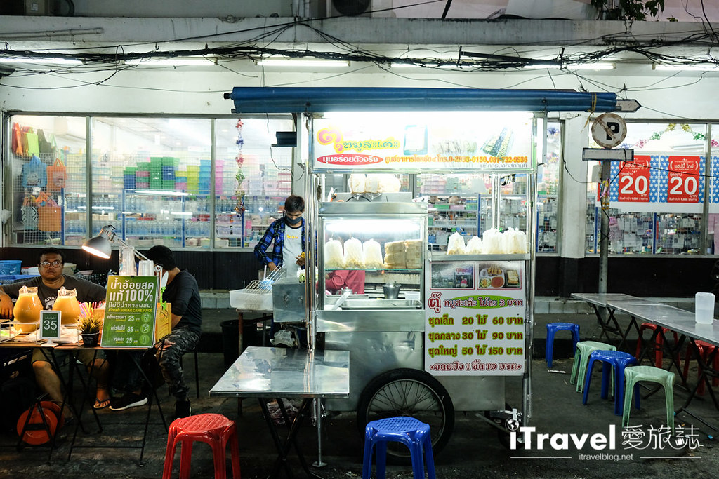 《曼谷夜市集景》查龍四夜市:在地社區型傳統美食市集
