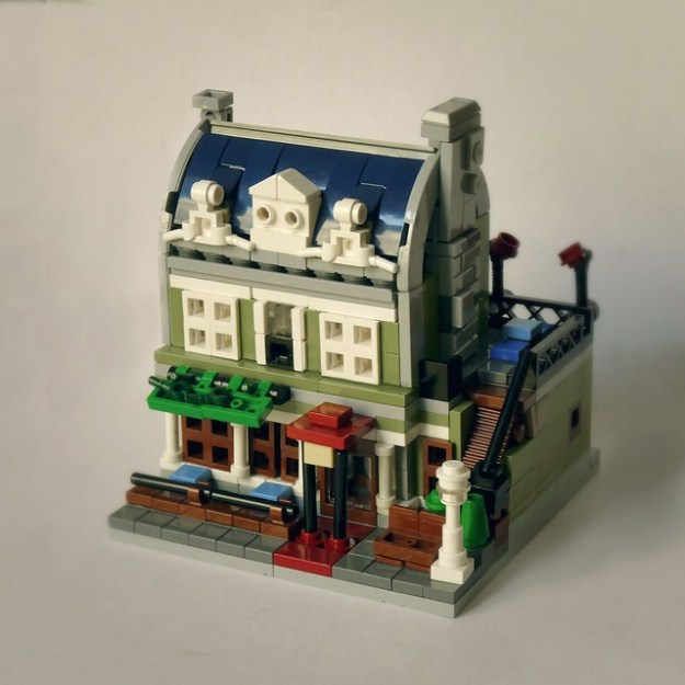 Paris cafe makes a stunning microscale debut