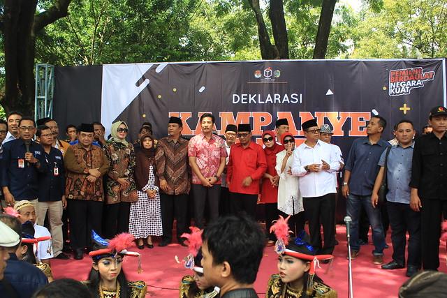 Suasana Deklarasi kampanye damai pemilihan bupati dan wakil bupati Tulungagung 2018 yang digelar KPU Tulungagung diikuti oleh dua pasangan calon Bupati dan Wakil Bupati Tulungagung di halaman Gedung DPRD Tulungagung (18/2)