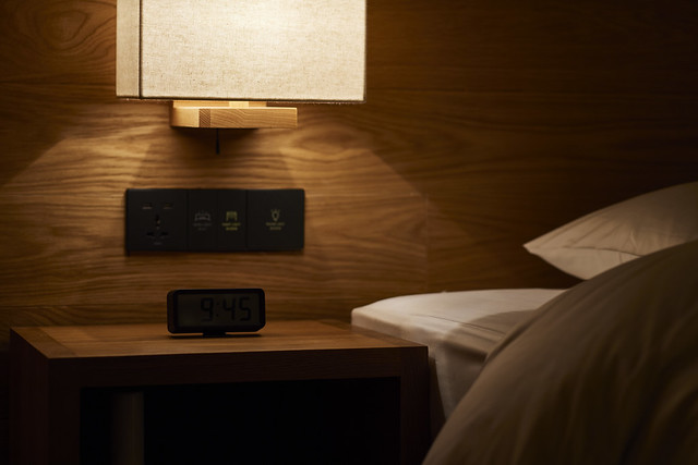 MUJI HOTEL SHENZHEN room detail 无印良品酒店·深圳_客房细节-床头柜