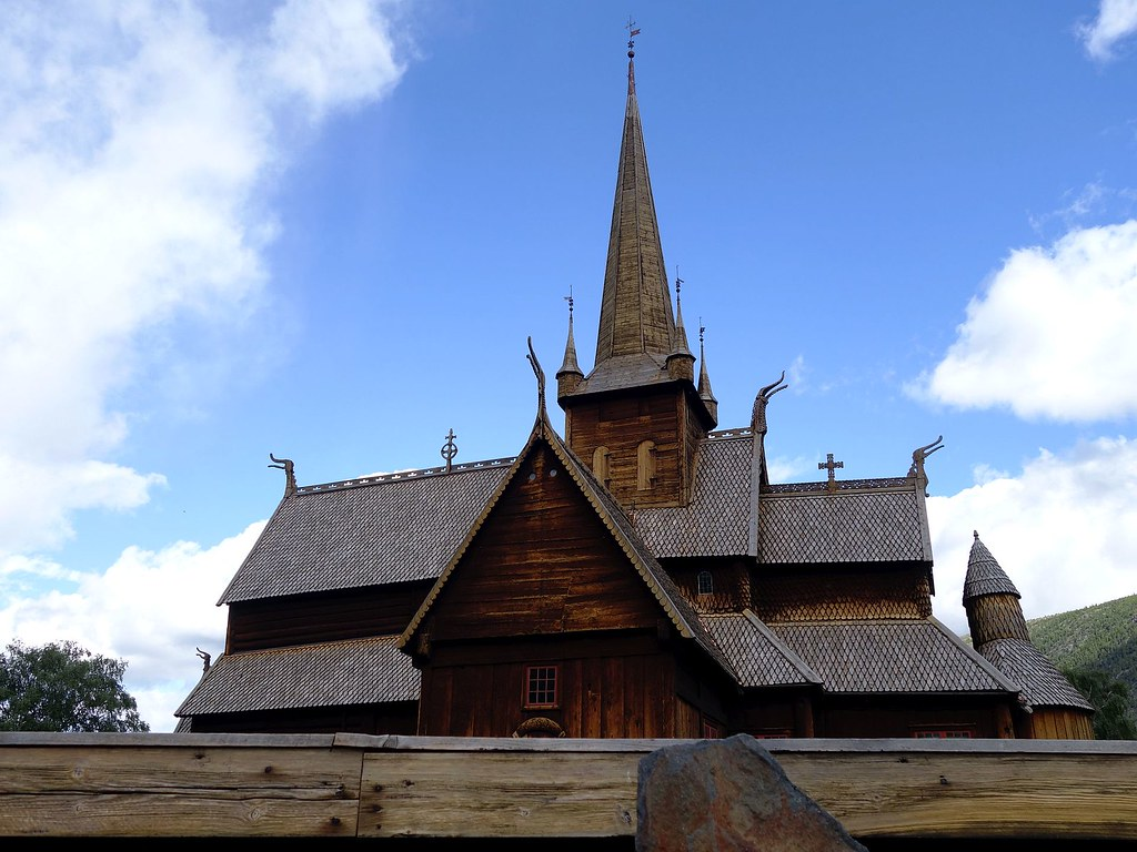 Lom stave church 02
