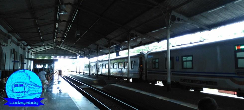 Kawin Paksa Melahirkan Kereta Api Argo Ekonomi (2/4)