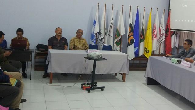 Cawabup bakal paslon perseorangan, H Suprayitno, juga hadir dalam rapat pleno terbuka rekapitulasi dukungan bakal paslon perseorangan, Jumat (29/12)