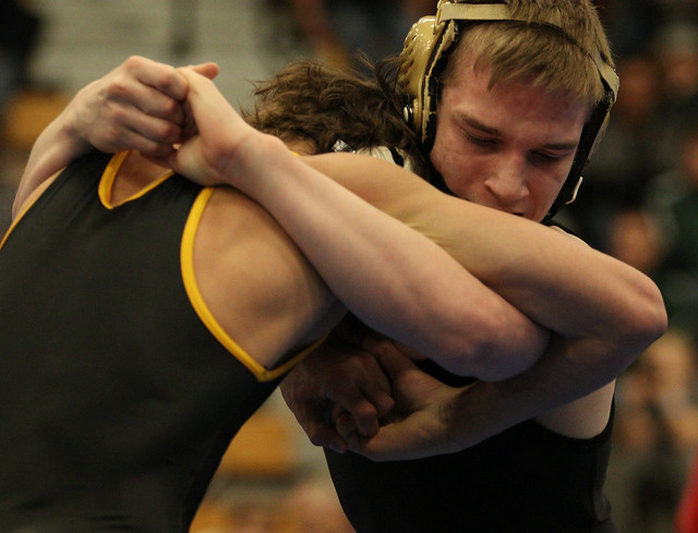 138 - Bryce Andonian (St. Edward) over Brady Gross (Apple Valley) Dec 9-2 - 171230amk0091