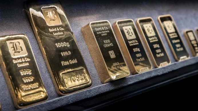 porsche-panamera-transporting-gold