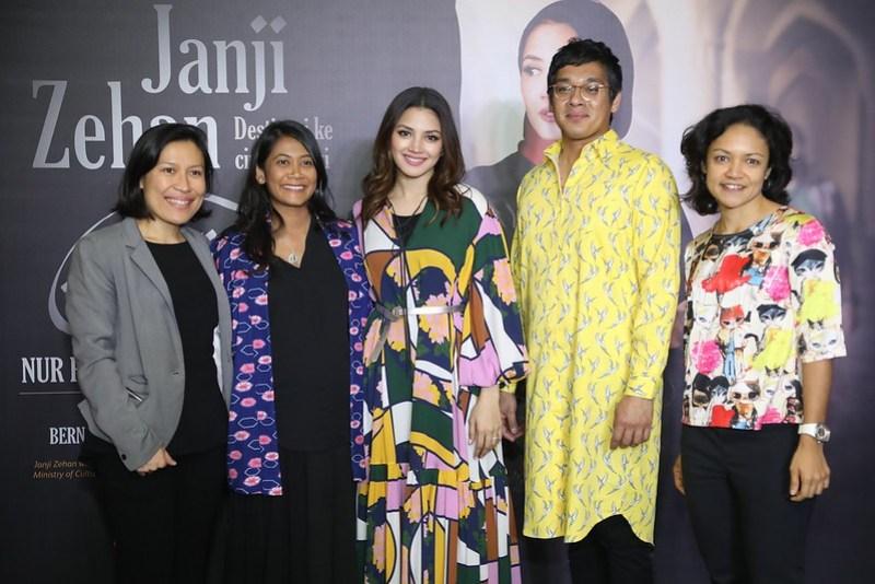 Joanna Lee (Penerbit Eksekutif), Zabrina Fernandez (Pengarah), Nur Fazura (Zehan), Bernard Chauly (Pengarah), Sharmin Parameswaran (Ketua Astro First dan Astro Best)