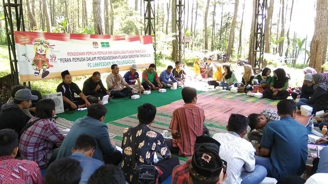 Suasana sosialisasi pilkada oleh KPU Tulungagung bersama Lakpesdam NU Tulungagung di Wanawisata Jurang Senggani Kecamatan Sendang, Minggu (4/3)