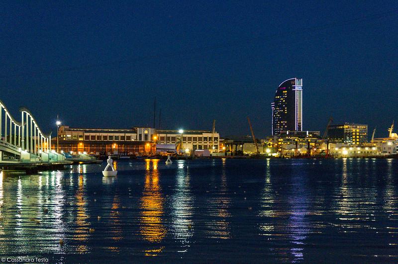 Porto di Barcellona in notturna