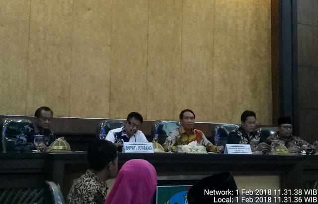 Ketua dan anggota komisi II DPR RI saat meninjau kesiapan pilkada Jatim 2018 di ruang pemkab Jombang (1/2)