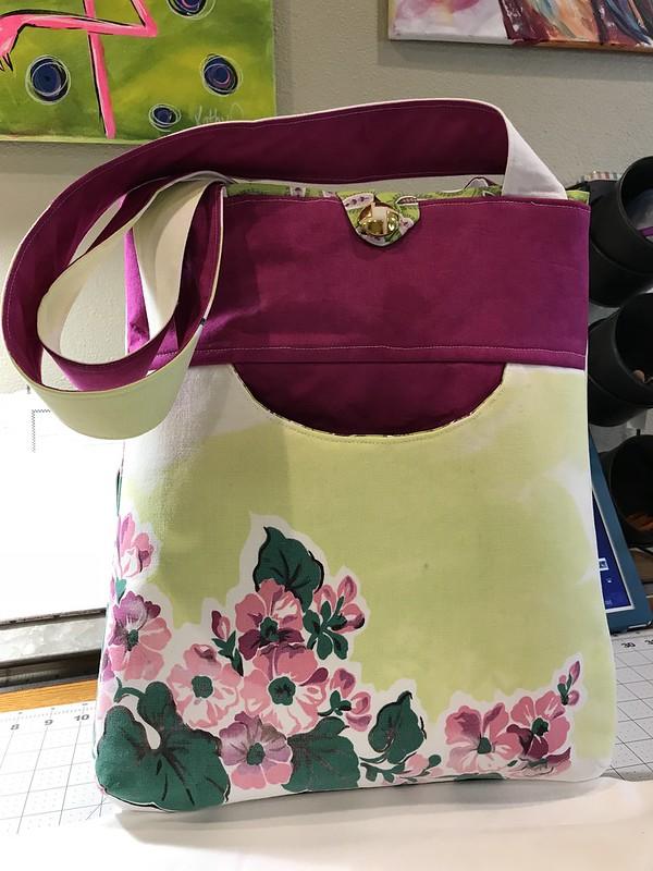 """Happy Bag - Front """"smile Pocket"""""""
