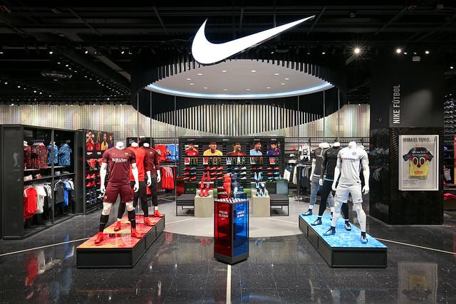 Nike Store Plaza Satelite